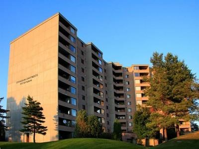 High Rise 500 Springbank Drive London On Image 1