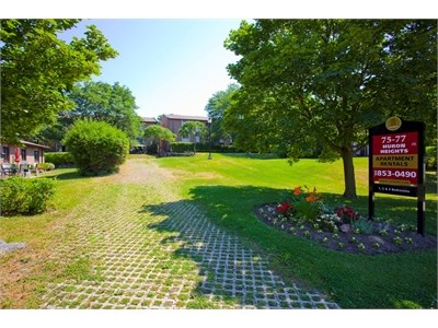 75 Huron Heights Drive 1 Bedroom Apartment