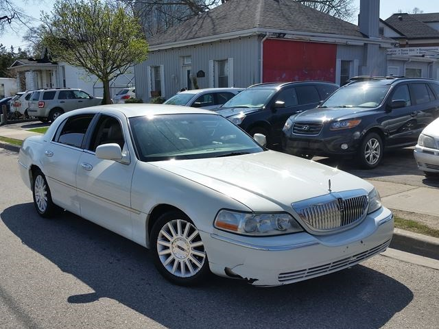 2003 Lincoln Town Car Executive W Lvry Pkg White For 3995 In