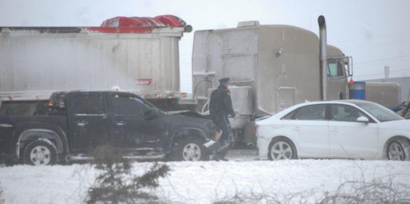 Crash blocks Highway 400 between Barrie and Innisfil   Simcoe com