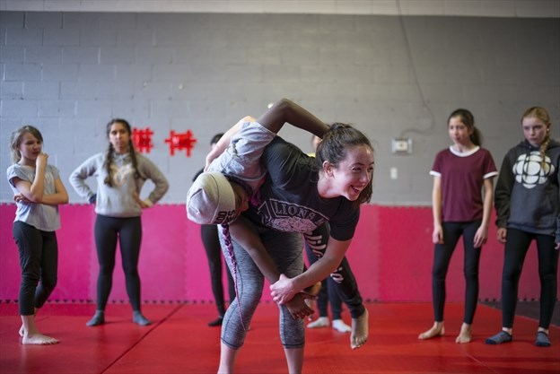 Former female MMA fighter provides self-defence training to