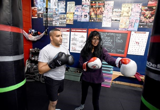 Hook up thai boxing