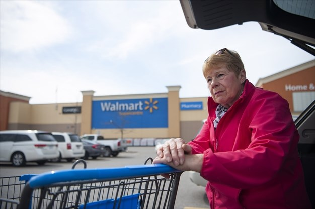 Stouffville resident victim of $10000 distraction theft in Walmart