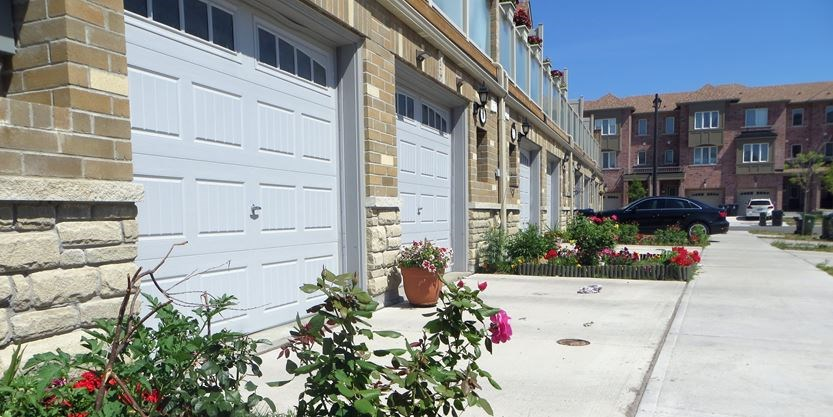 Paying To Park Overnight There S One Scarborough Street Where You Can Toronto Com