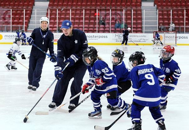 separation shoes 615df 2cbcd Toronto Maple Leafs' Zach Hyman mentors kids at Etobicoke ...