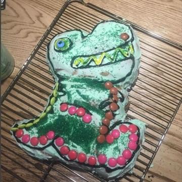 Pleasant Chris Hemsworth Made Daughters Birthday Cake Bramptonguardian Com Personalised Birthday Cards Sponlily Jamesorg