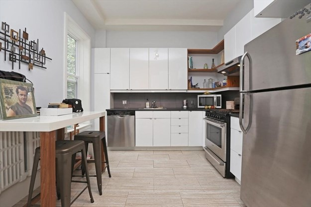 Pleasant In Torontos Little Italy A One Bedroom Is Listed For Interior Design Ideas Jittwwsoteloinfo