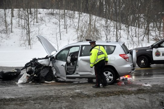 Five hurt in head-on crash on Hwy 52 | TheSpec com