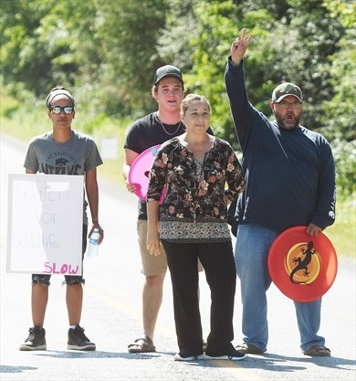 Hiawatha First Nation residents once again block gas station