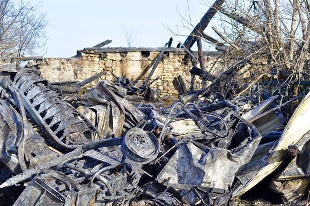 Napanee fire destroys barn, displaces horses