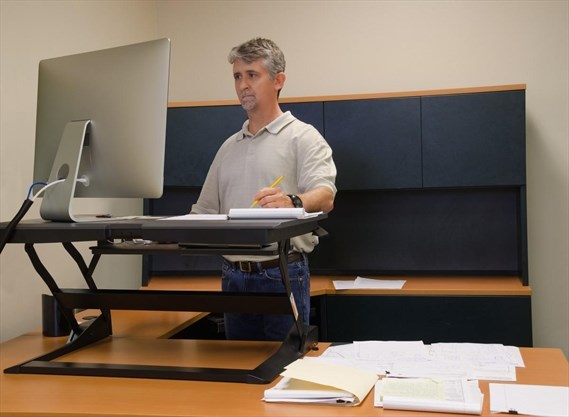 Standing Desks May Lead To Lower Back Pain Uw Study Therecord Com