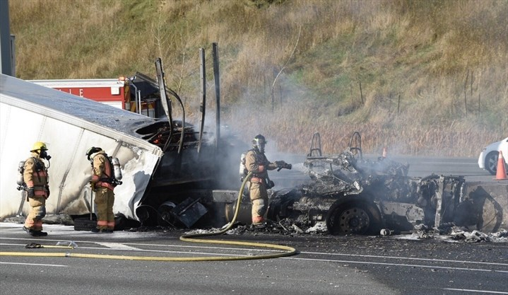 Multi-vehicle crash and fire on QEW in Oakville sends 5 to