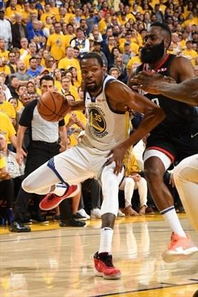 brand new 8747c 865f7 Steve Kerr likens Kevin Durant's NBA dominance to Michael ...