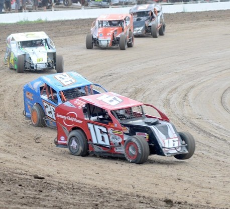 Familiar faces end night in Merrittville Speedway winners circle