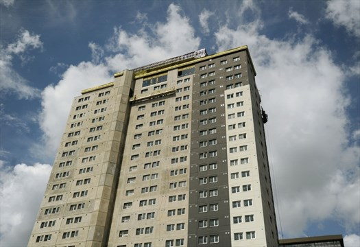 Highrise construction delay leaves students in search of housing