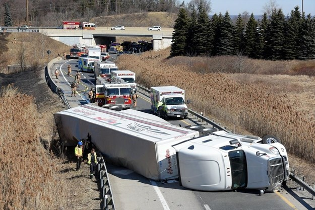 Truck rollover snarls traffic for hours on Linc to westbound