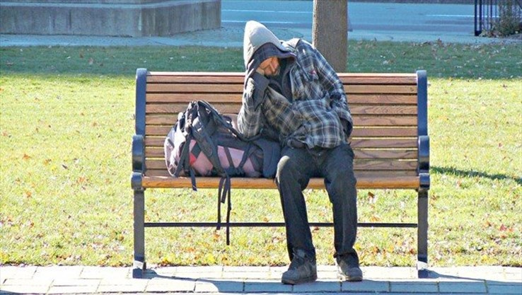 Veteran Homelessness - Assorted Topics - Page 4 Homeless%20on%20bench_Super_Portrait