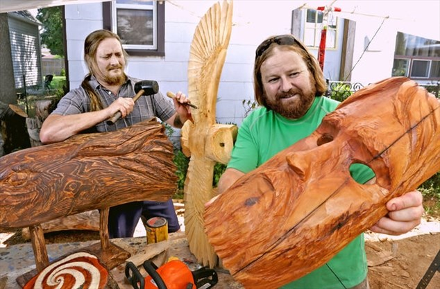 Creating Art With Chainsaws Niagarafallsreview Ca