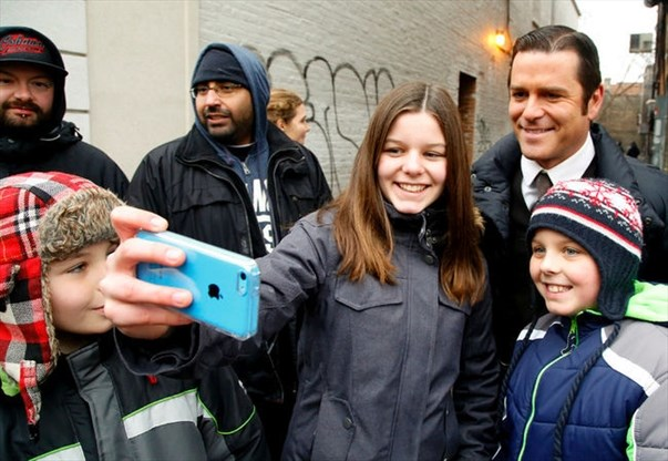 Fans turn out for Murdoch Mysteries filming in downtown