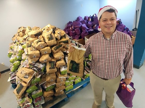 Its Christmas For Everyone Cambridge Shelter Food Bank