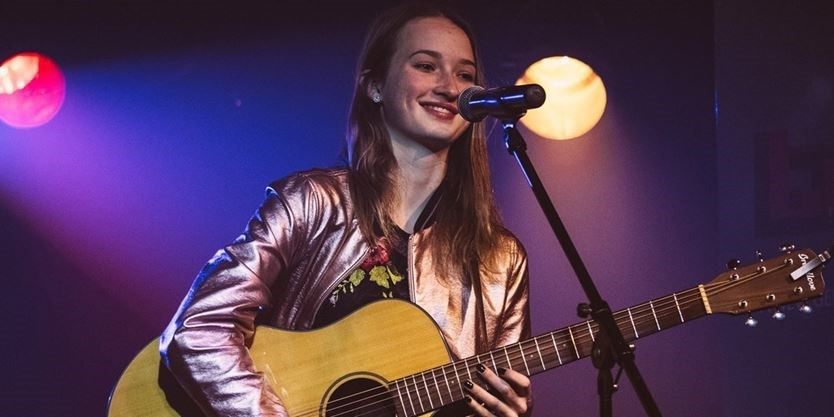mono singer songwriter releases her first ep long gone