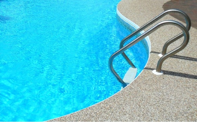 Girl 4 Calls 911 After Her Babysitter Falls Into Backyard Pool In Newmarket