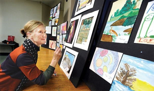 Homeless artists sell works at Out of the Cold program