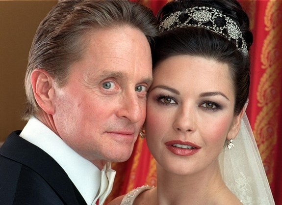 Actor Michael Douglas And Actress Catherine Zeta Jones Pose During Their Wedding At New York S Plaza Hotel Saay Nov 18 2000