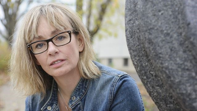 lucy decoutere age