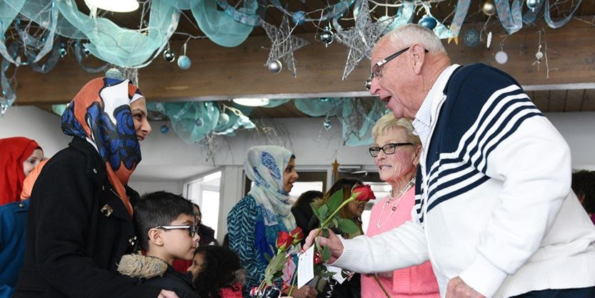 Pickering Churchgoers Greeted With Roses From Muslim Moms Durhamregion Com