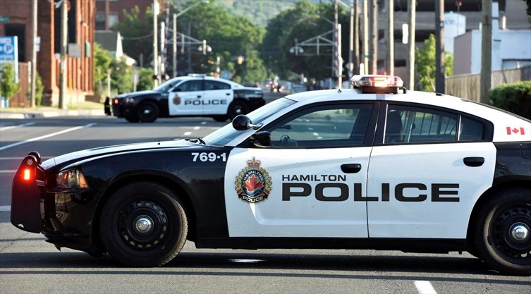 Fake cop pulls over woman in Hamilton and tries to get her out of