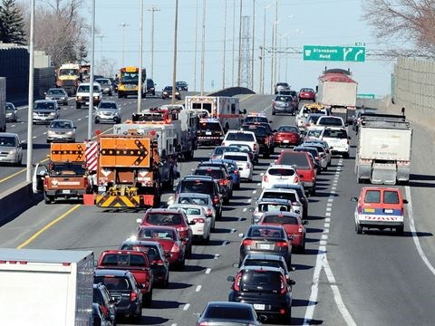Multi-vehicle accident on Hwy  401 in Oshawa at Simcoe causing