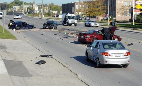 Crash Closes Cawthra Rd