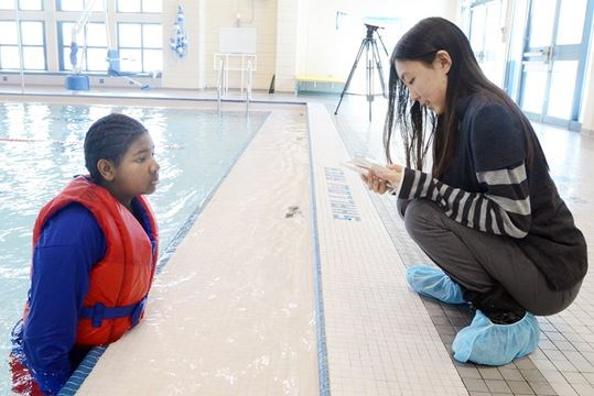 Students learn survival skills at richmond hill pool - Centennial swimming pool richmond hill ...