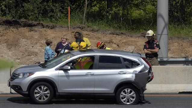 IN BRIEF: Minor injuries in 401 crash