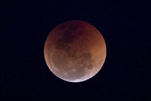 Total Lunar Eclipse Meets Supermoon Sunday Night Thespec Com