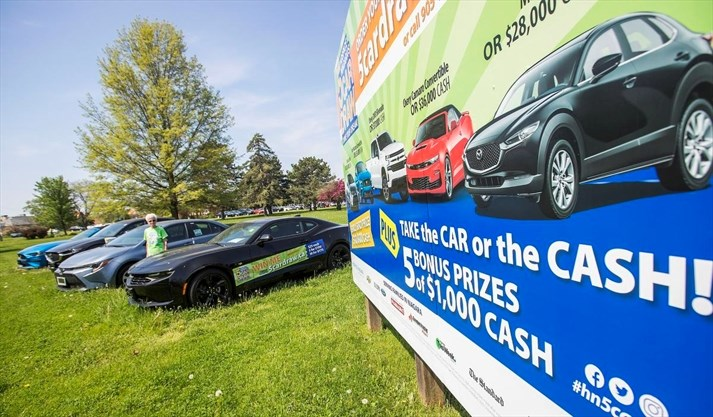 Hospice Niagara hands out cars, cash to draw winners