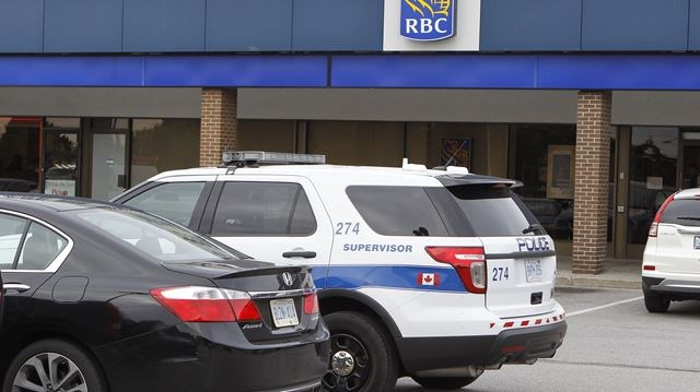 Mississauga bank robbed by woman claiming to have