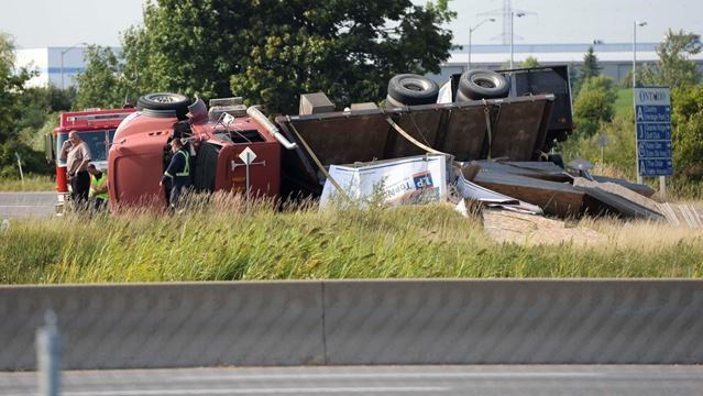 Tractor trailer rollover closes Hwy  25 on-ramp in Milton | InsideHalton
