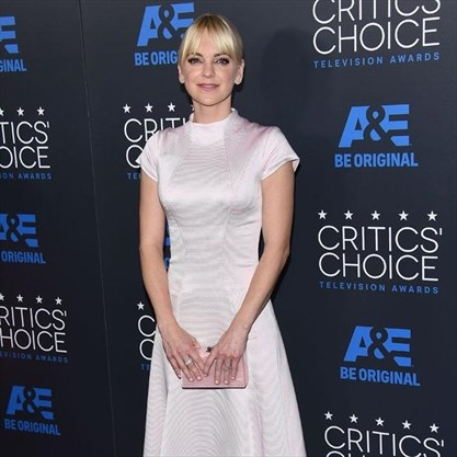 Anna faris fascinated by son bramptonguardian anna faris fascinated by son image1 voltagebd Image collections