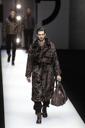 b65783bac80f From the Giorgio Armani men s Fall-Winter 2018-19 collection