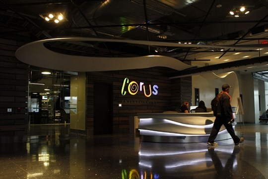 shaw to sell global tv to corus for 265 billion