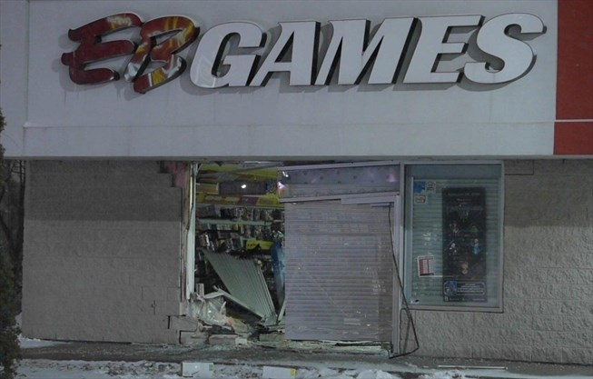 UPDATE: Ancaster EB Games smash-and-grab believe to be tied to a