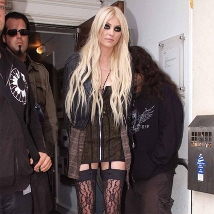 Taylor Momsen Pays Tribute To Chris Cornell Toronto Com