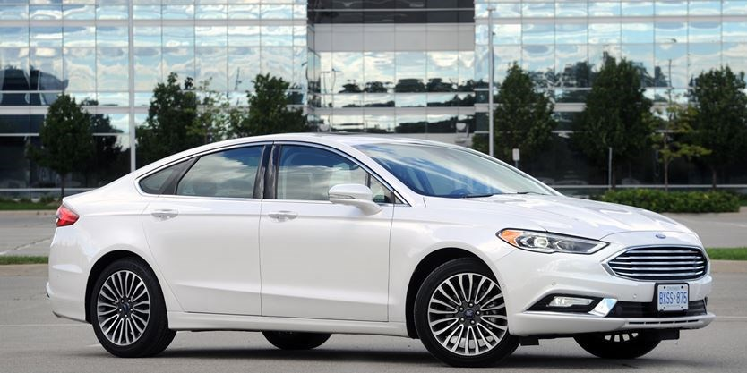 The 2017 Ford Fusion Se In White Platinum A Mid Trim Level Size Sedan Ed By An Optional 1 5 Litre Turbocharged Ecoboost Engine