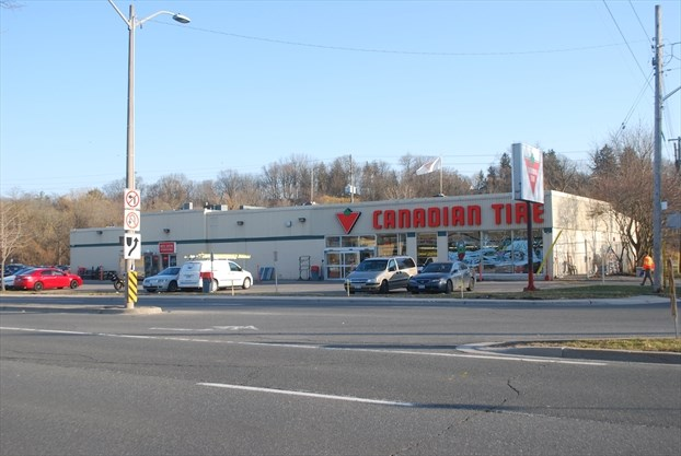Astonishing Dundas Canadian Tire To Double Staff At New Store Home Interior And Landscaping Dextoversignezvosmurscom