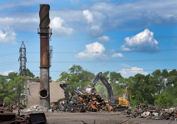 PHOTO: Demolition of Hamilton Specialty Bar on Sherman Ave