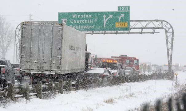 30 Car Collision On Qew Creates Traffic Chaos As Winter Storm Hits