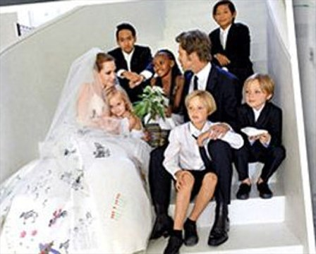 Angelina Jolie and Brad Pitt share their wedding pictures ...