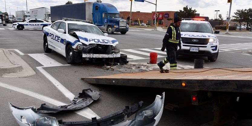 Peel Regional Police officer hospitalized in Mississauga